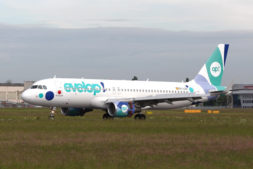 Evelop Airlines, A320, EC-LZD<br /> By Clive Featherstone.