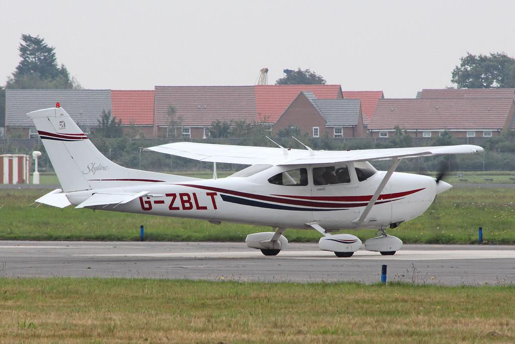Cessna 182S Skylane, G-ZBLT<br /> By Clive Featherstone.