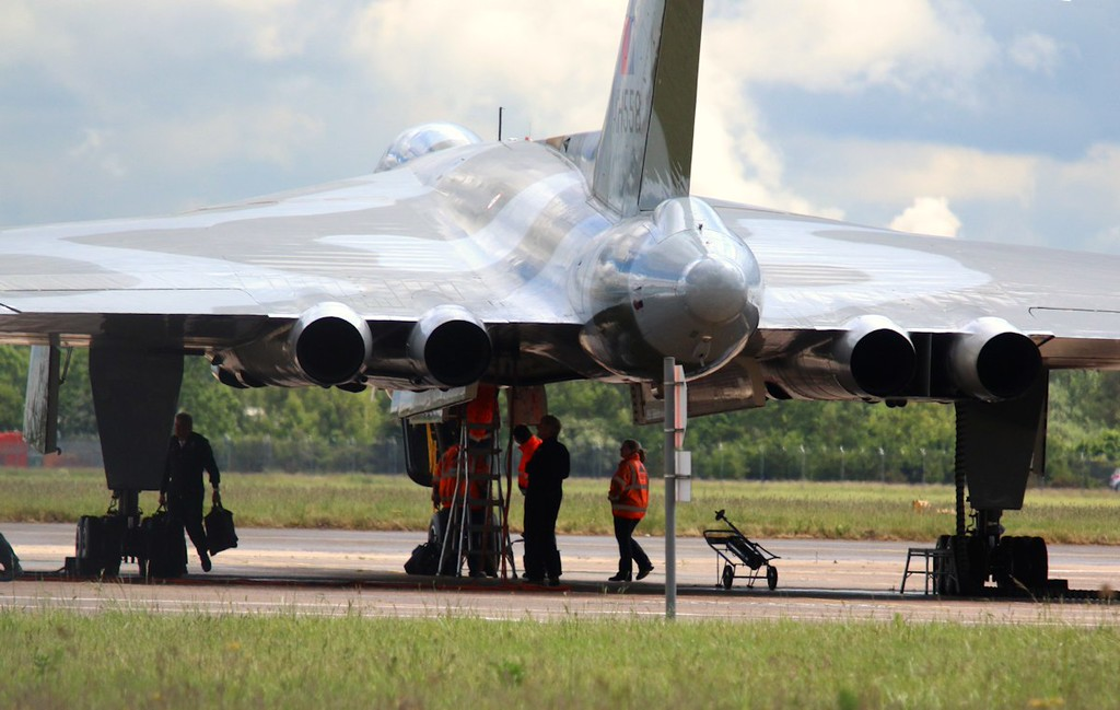 With ongoing evaluations of the weather, the flight crew finally arrived with XH558 at 1329<br /> By Correne Calow.